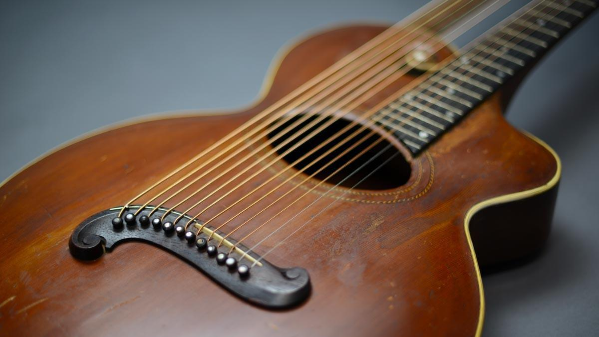 Harp Guitar Happy Hour